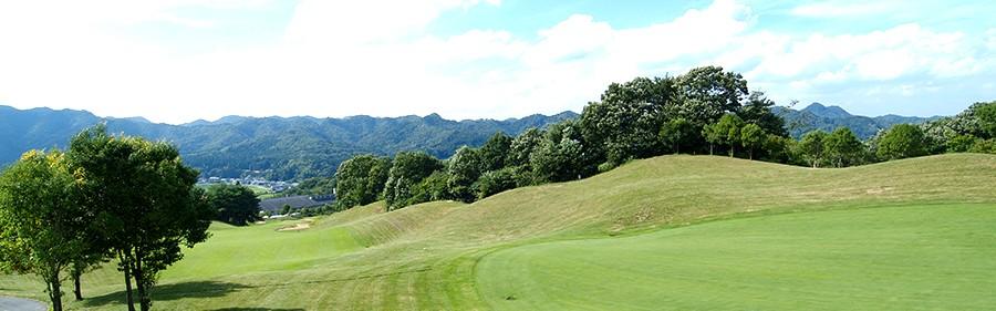 エバーグリーンのコースで、ゴルフの醍醐味を満喫できます。